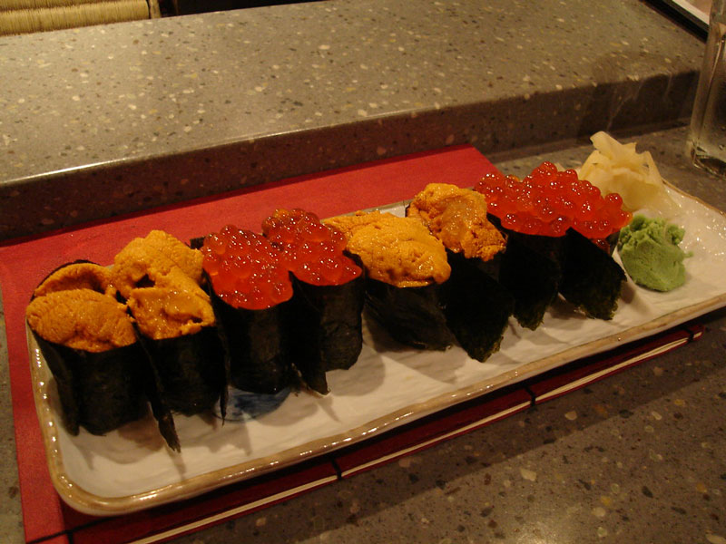 Gunkanmaki sushi