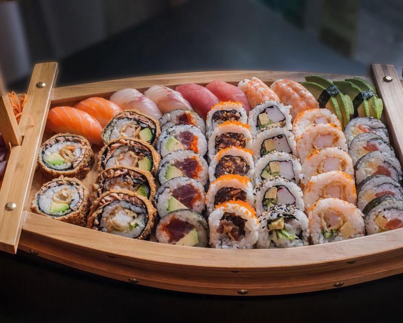 assortment of futomaki sushi pieces